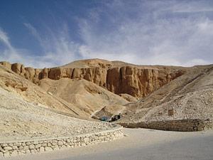wurden pharaonen in hoehlengraebern bestattet